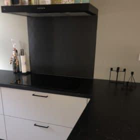 Keukenwand zwart rvs