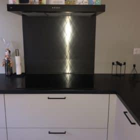 Keukenwand zwart met ruit