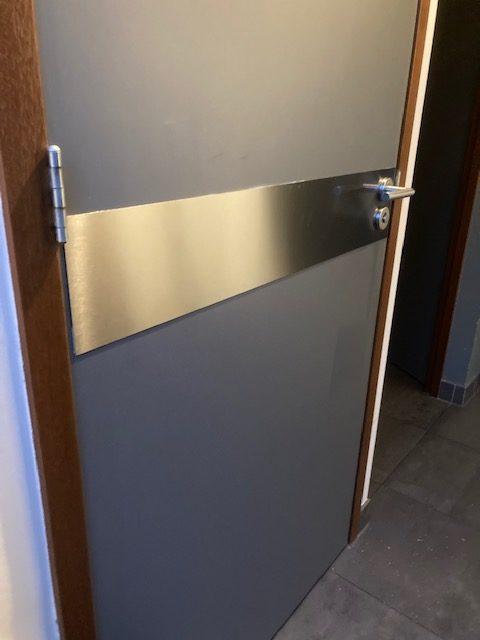 Duwplaat deur