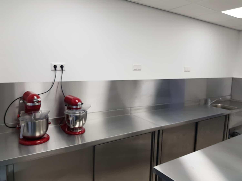 Keuken Rvs Achterwand : Rvs plaat op maat horeca 1mm geborsteld rvs achterwand.nl